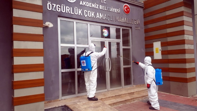 Akdeniz Belediyesi, ilçe genelinde ilaçlama başlattı
