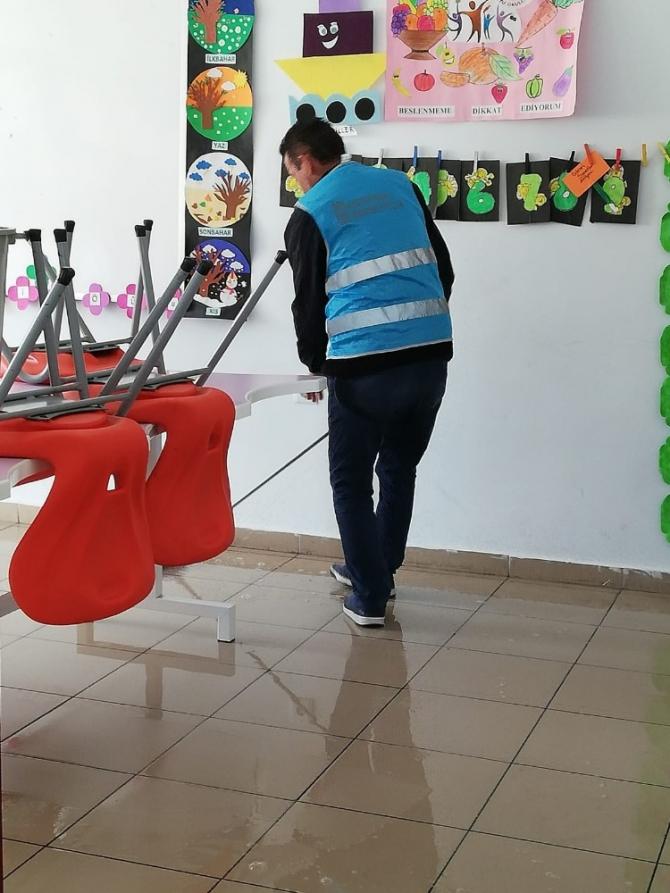 Yükümlülerden okullarda dezenfekte çalışması