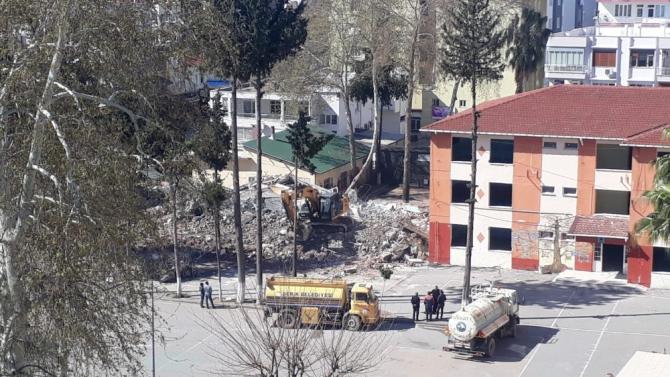 Antalya'da depreme dayanıksız okullarda yıkım çalışması başladı