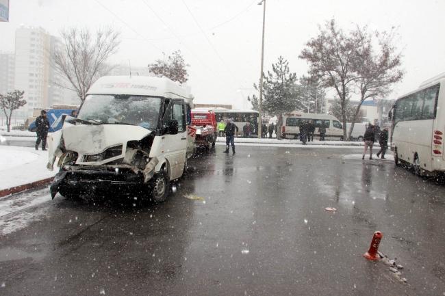Kayseride feci zincirleme kaza: 18 yaralı