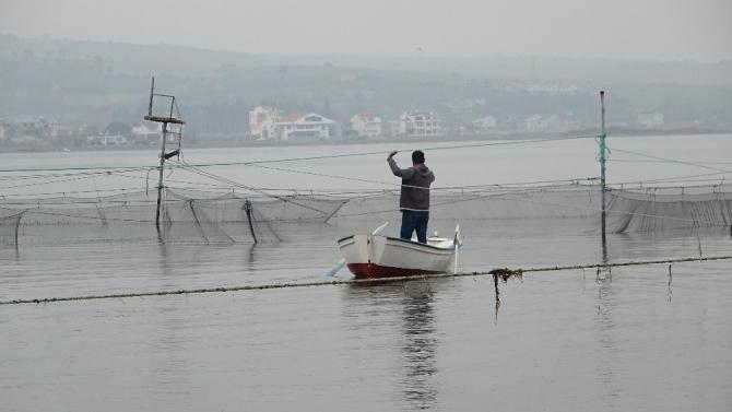 Binlerce yıllık yöntemle günde 1 ton balık yakalıyorlar