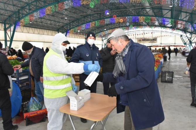 İnönü Belediyesi Korona virüse karşı ücretsiz maske dağıttı