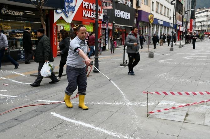 Karabük'te cadde ve sokaklar köpüklü dezenfekte ediliyor