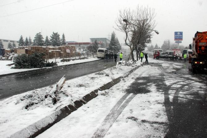 Kayseri'de 5 servis ve 1 tır çarpıştı: 18 yaralı