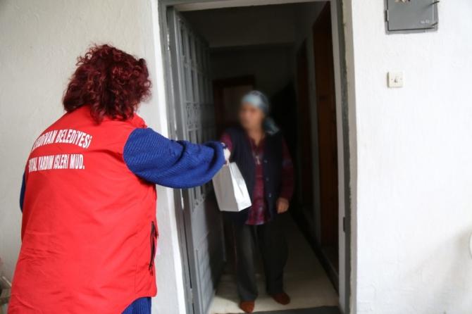 Serdivan Belediyesi ekipleri dezenfekte işlemlerine devam ediyor