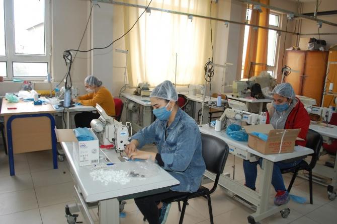 Tekirdağ'da öğretmenler maske üretiyor
