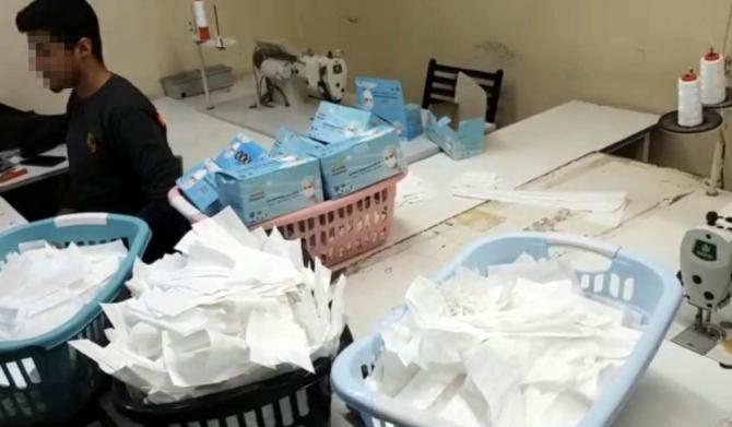 İstanbul'da 1 milyon adet sahte maske üreten atölyeye baskın kamerada