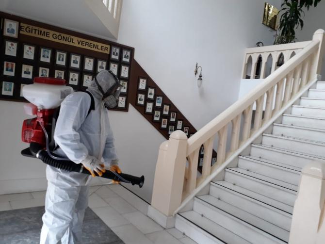 Manisa Valiliği ve Cumhuriyet Meydanı dezenfekte edildi