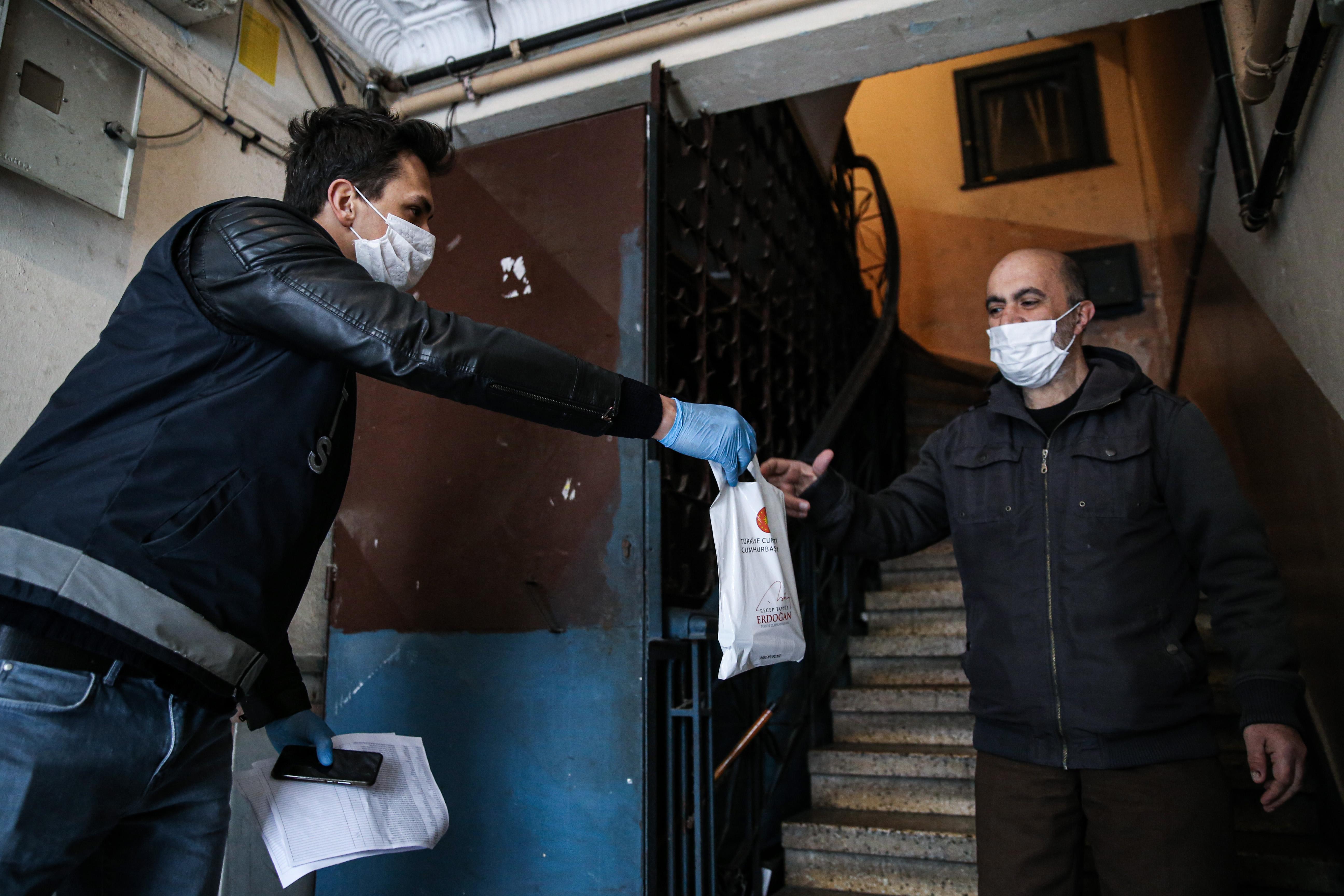 İstanbul Valisi Yerlikaya'dan maske ve kolonya açıklaması
