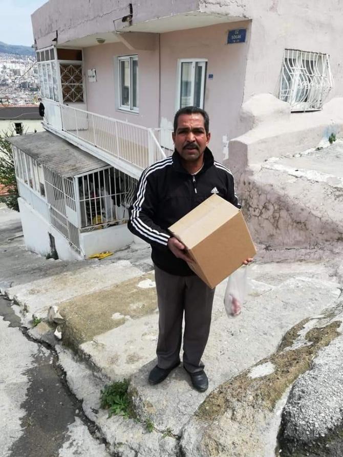 Kuşadası Romanlar Derneği hergün 1500 ekmek dağıtıyor