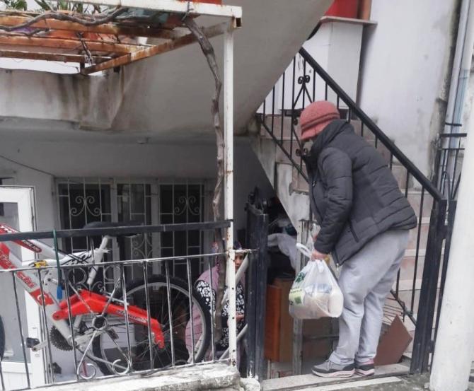 Almanya'dan Ayvalık ve Burhaniye'de barakalarda yaşayanlara şefkatli destek