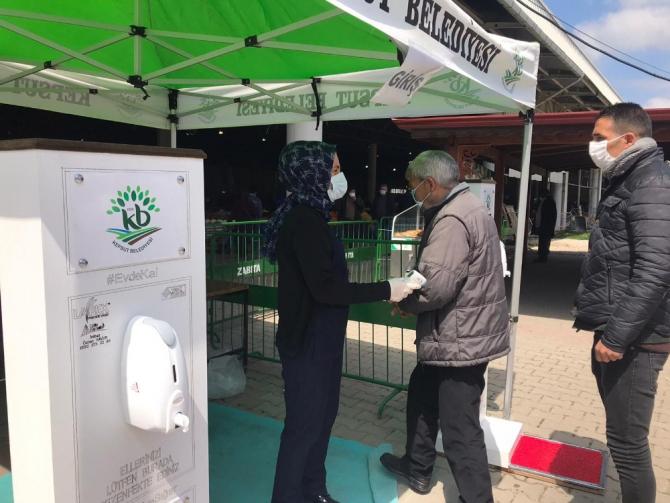 Kepsut'ta pazar yerlerinde sağlık önlemleri alındı