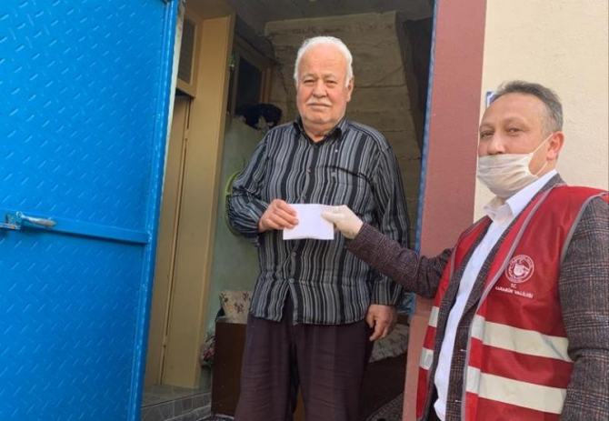 AK Parti teşkilatı 300 adet gıda kolisi bağışında bulundu