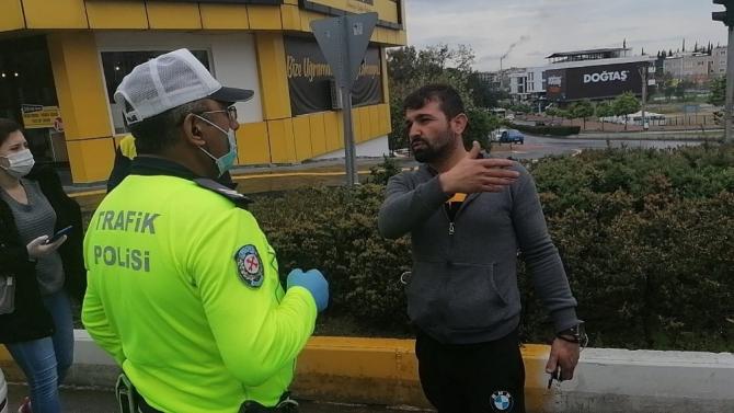 Kırmızı ışıkta geçmedim iddiasına polisten kaza yerinde görüntülü cevap