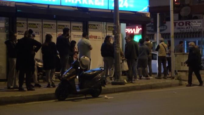 Antalya'da fırın ve marketlerin önünde kuyruk oluştu, trafikte yığılma yaşandı