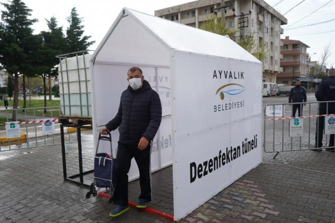 Ayvalık'ta pazarlara dezenfektan tüneli