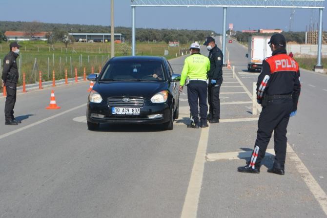 Polis, Ayvalık'a giriş çıkışa izin vermiyor