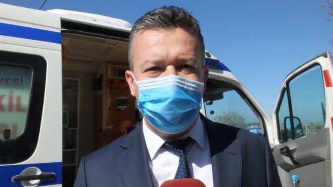 Burhaniye'de belediye ambulanslar için dezenfekte alanı oluşturdu