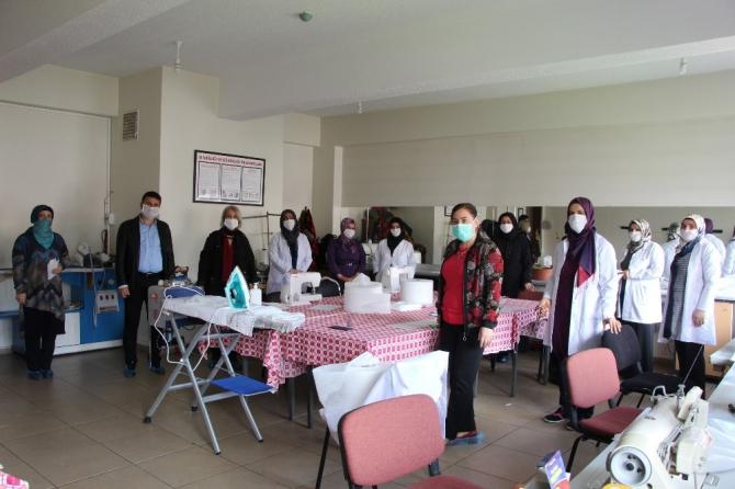 Bingöl'de gönüllü kadın usta öğreticiler, maske üretimine başladı
