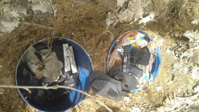 Bitlis'te toprağa gömülü silah ve mühimmat ele geçirildi