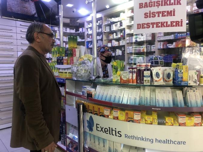 Ankara'da eczaneler ücretsiz maske dağıtmaya başladı