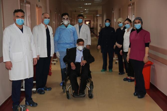 87 yaşındaki İbrahim dede Korona tedavisine bir haftada olumlu cevap verdi