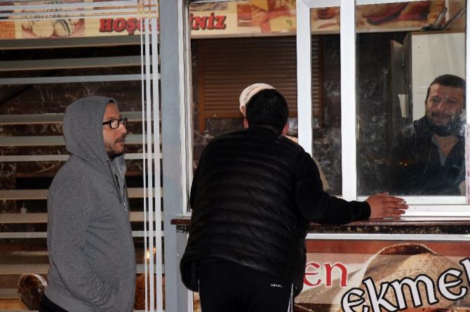 Sakaryalı vatandaşlar fırın ve marketlere hücum etti
