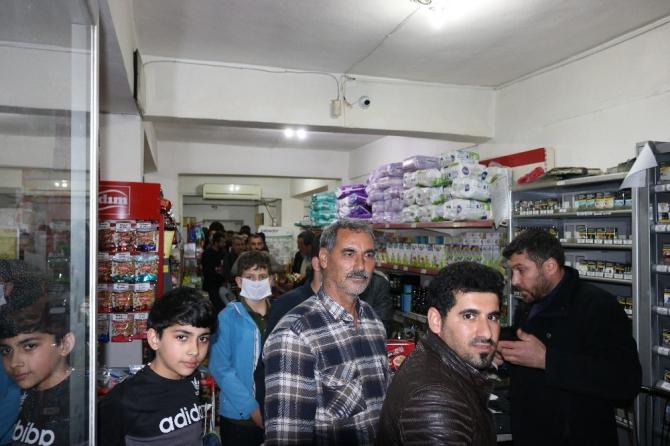 Diyarbakır'da vatandaşlar marketlere akın etti