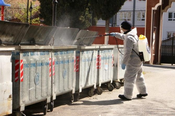 Kartal'da bulunan çöp konteynerleri ve geri dönüşüm kumbaraları ilaçlandı
