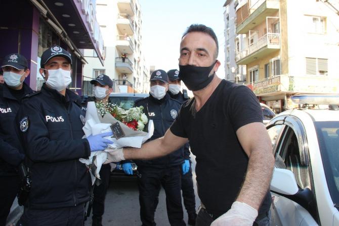 İzmir'de kavga ihbarına giden polise sürpriz kutlama