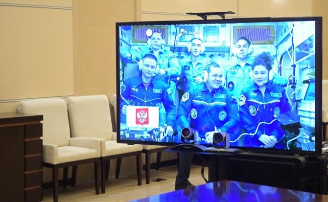 Putin, uzaydaki kozmonotlarla canlı bağlantı ile görüştü