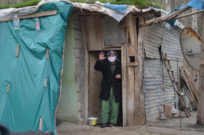 Köy köy dolaşıp evde kalanlara müzik şöleni yaşatıyorlar