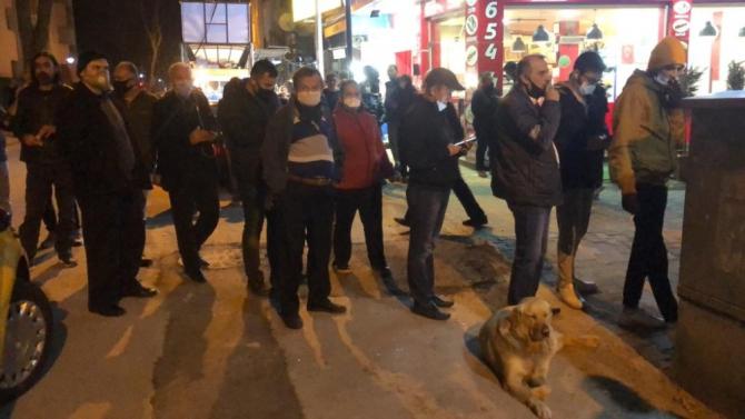 Sokağa çıkma yasağının ardından vatandaşlar fırınlara akın etti