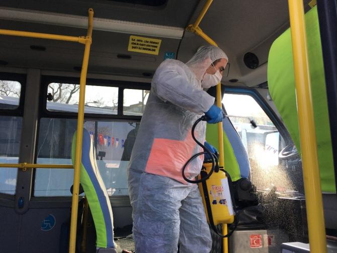Üsküdar'da kamu araçları korona virüse karşı dezenfekte edildi