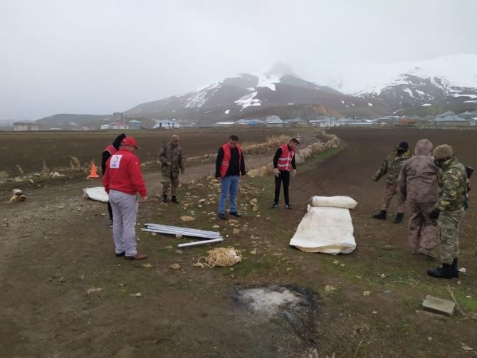 Karantina görevindeki askerler üşümesin diye çadır kuruldu
