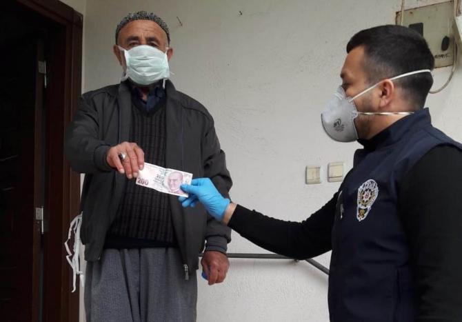 73 Yaşındaki Ali amca, maaşının 200 lirasını kampanyaya bağışladı