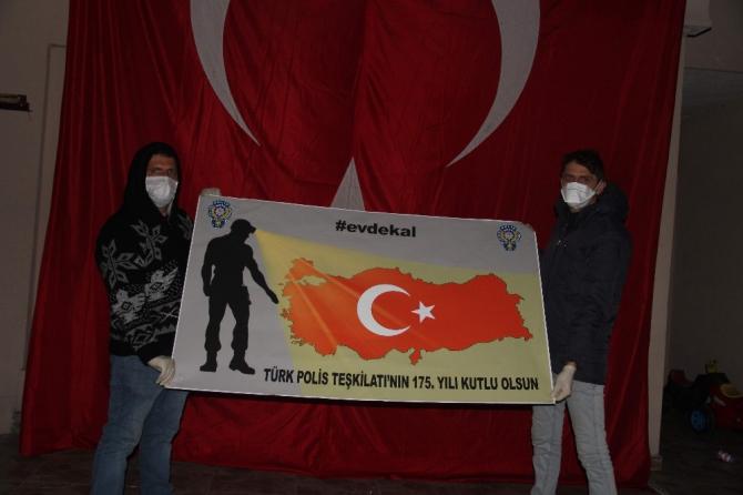 Meşale ve pankatlarla polis teşkilatının yıl dönümünü kutladılar