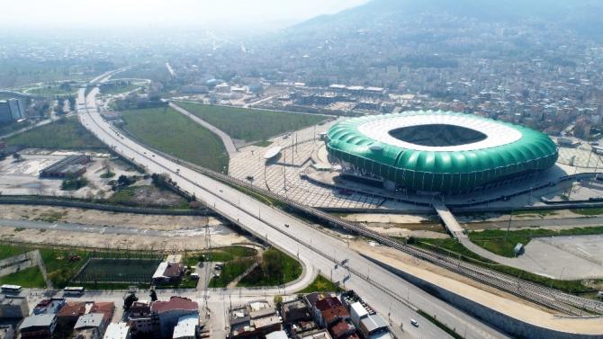 Bursa'nın boş meydan ve caddeleri havadan görüntülendi