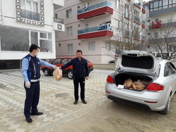 Akyurt'ta ekmek dağıtımı