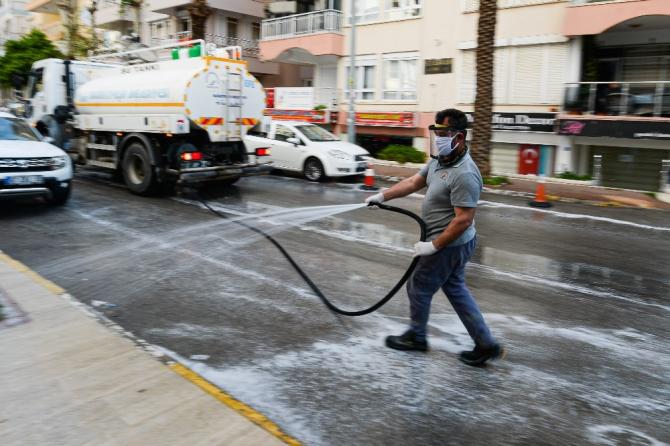 Muratpaşa için 60 bin litre dezenfektan kullanıldı