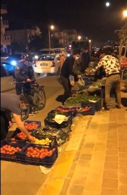 Antalya'da kaldırımlara gece pazarı kuruldu