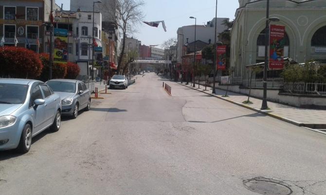 Bandırma'da cadde ve sokaklar sessizliğe büründü