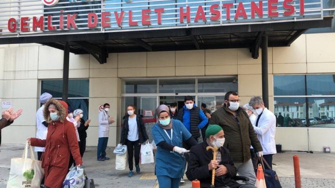 Bursa'da 9 kişi daha alkışlar eşliğinde taburcu oldu