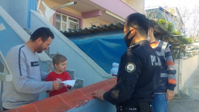 """4 yaşındaki Alpaslan, kumbarasını """"Biz bize yeteriz"""" kampanyasına bağışladı"""