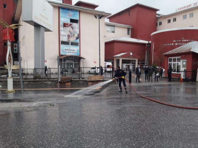 Devlet hastanesi tazyikli su ile yıkandı