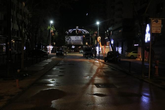Adanalılar sokağa çıkma yasağına uydu