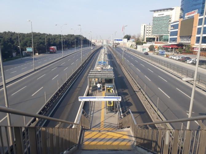 İstanbul'da yasak sonrası toplu taşıma seferleri seyrek şekilde yapılıyor