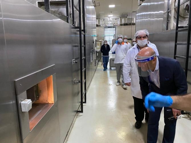 Büyükşehir, İzmir'e ekmek dağıtıyor