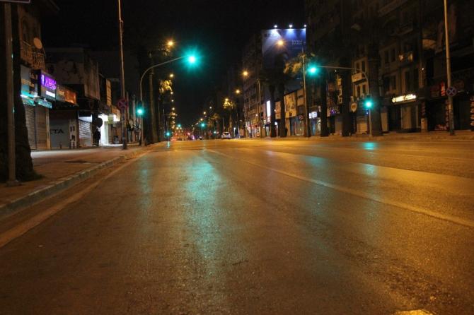 Sokağa çıkma yasağının ardından İzmir hayalet şehre döndü
