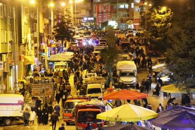 Sokağa çıkma yasağının ardından vatandaşlar halk pazarlarına akın etti